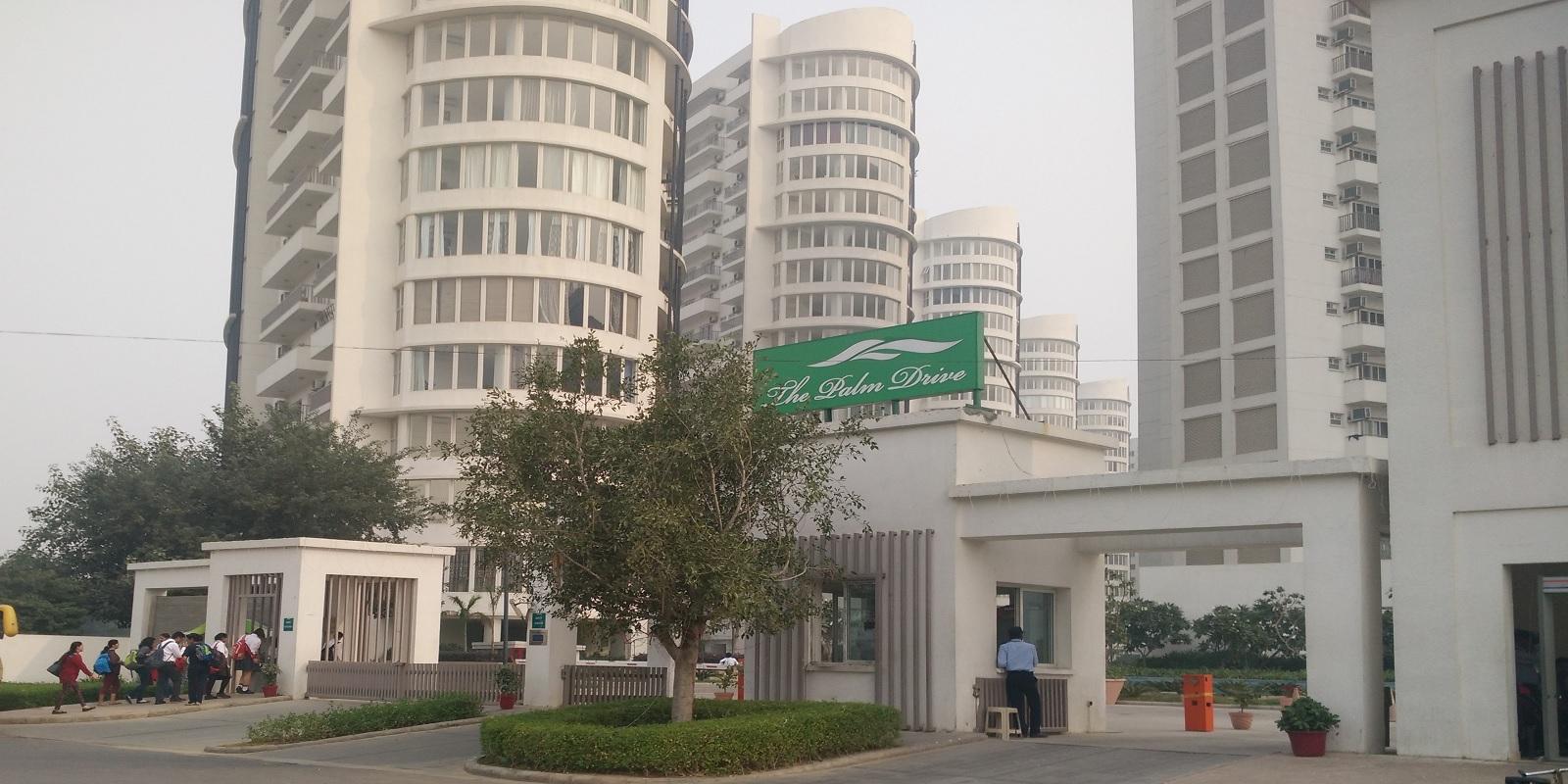 emaar the palm drive palm studios entrance view7