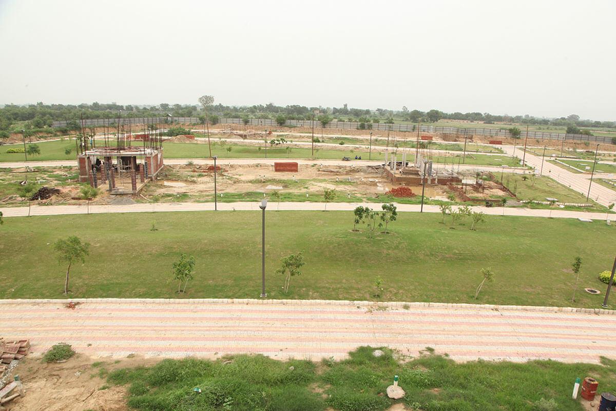 gaur yamuna city 2nd park view greens image1